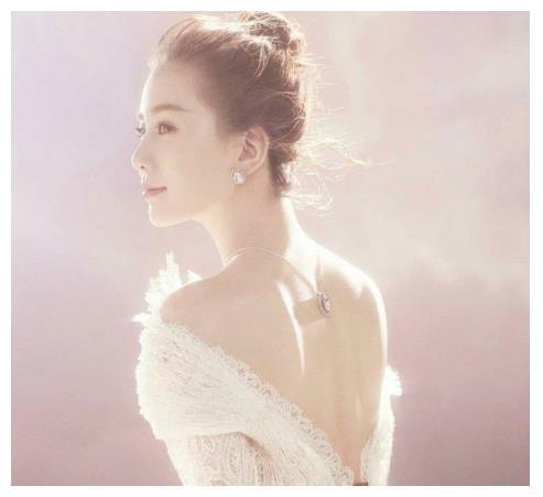 """女星""""美背杀"""",倪妮冷艳诗诗优雅,刘亦菲让人移不开眼"""
