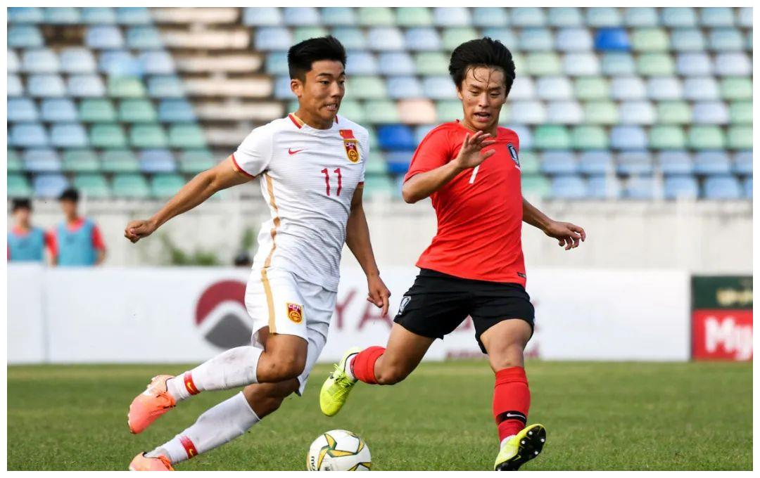 英超球队官方宣布,中国前锋杀入U23联赛的替补席!