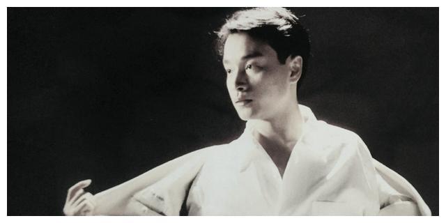 曾搭档张国荣,戏里被刘德华爱惨,如今48岁越来越潮