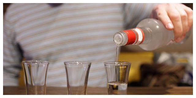 世界六大蒸馏酒,中国白酒排第六,为什么只有中国人喜欢喝?