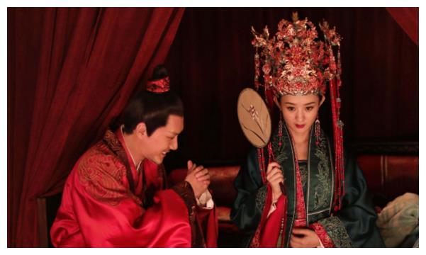 冯绍峰拒绝办婚礼!赵丽颖多次提及却遭拖延,婚变传闻再添实锤?