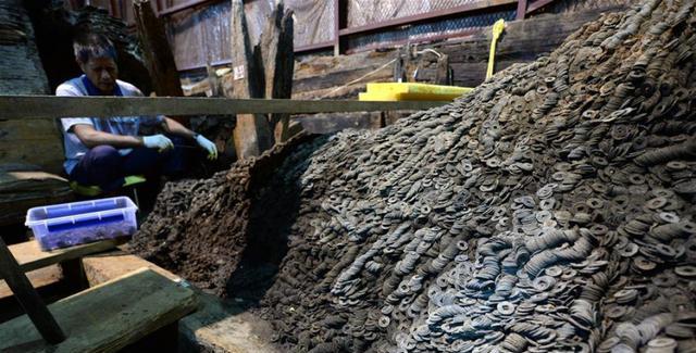 盗墓贼要气疯!挖了19米盗洞,差5厘米打通墓室时,考古队来了