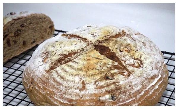 全麦核桃葡萄干面包