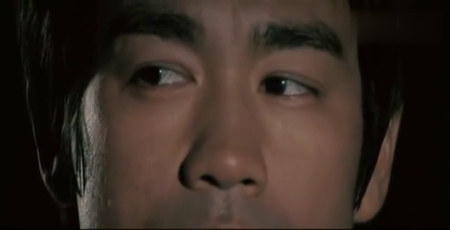 朝安(李小龙)夜闯仓库,发现冰块里藏着不为人知的秘密!歹毒!