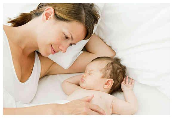 孩子跟奶奶睡和跟妈妈睡,差别不是一般大,父母别不当回事