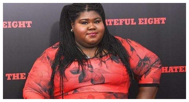 好莱坞女星官宣订婚,超大钻戒十分抢镜,曾为健康切胃减重