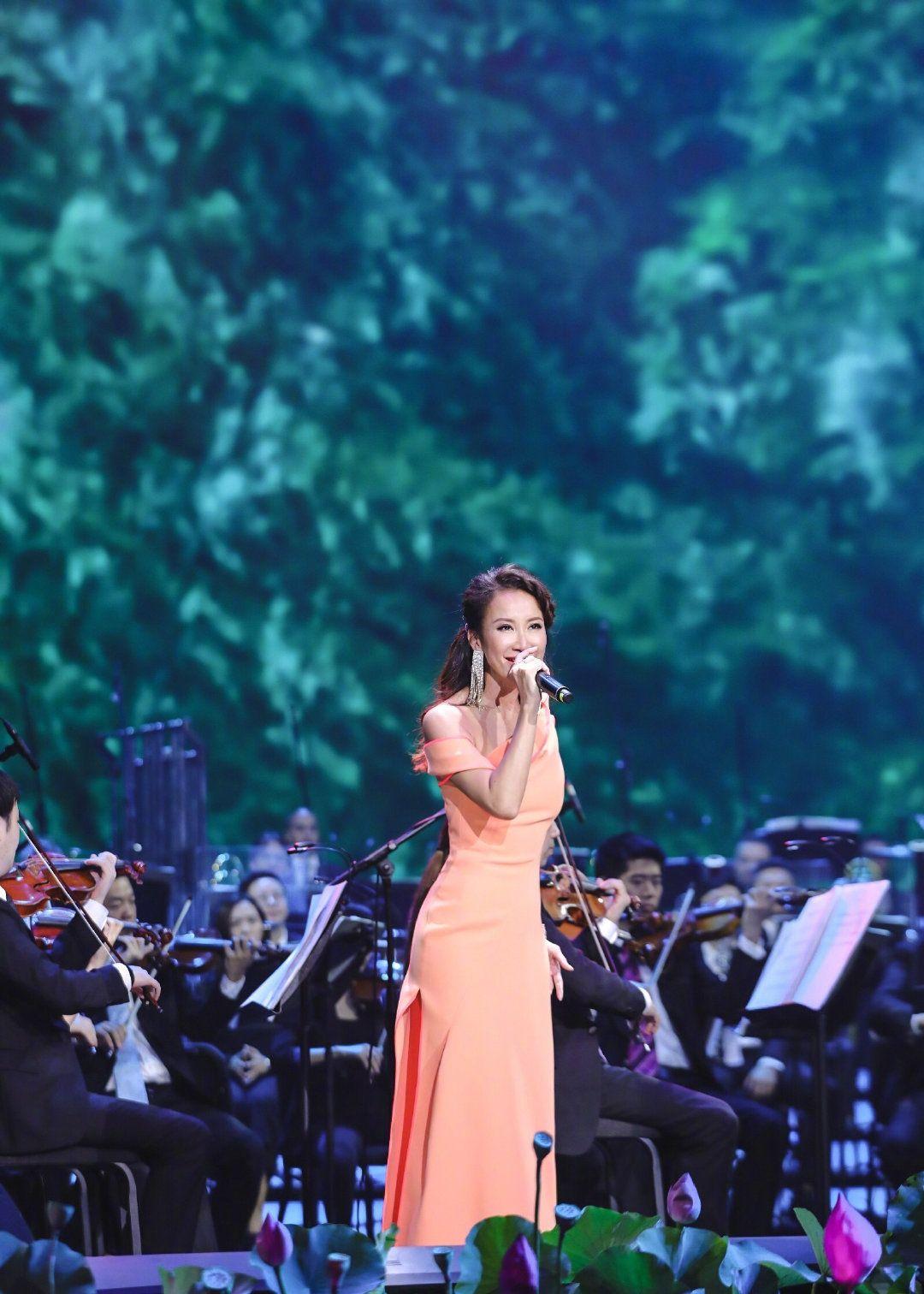 李玟演唱月光爱人,聆听中国电影70年经典音乐
