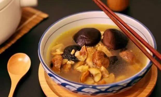 板栗炖鸡汤,放点高良姜,不仅去腥味,而且营养翻倍!