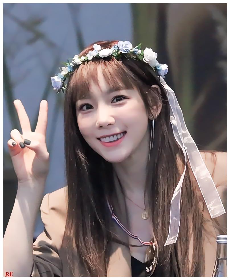 少女时代泰妍壁纸,戴着花环可爱激萌,少女感十足