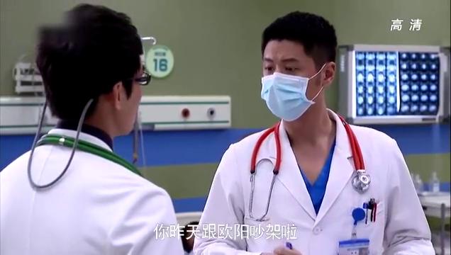 青年医生:病人痰卡住气管无法呼吸,欧阳亲自急救,不料喷了一身