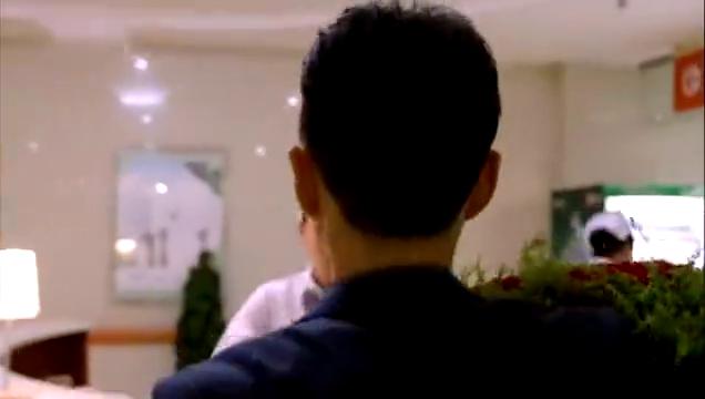 青年医生:欧阳的追求者送玫瑰花给实习生,王博吃醋太霸道了