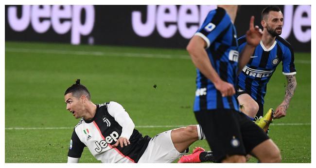 C罗狂轰两脚未进球,步梅西后路走助攻帮尤文2-0取胜