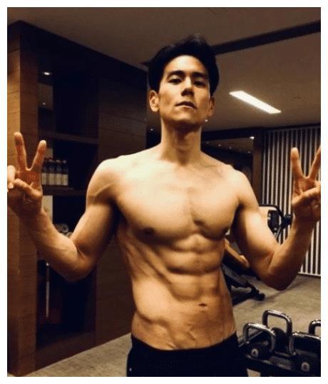 彭于晏:请看我的腹肌,郭富城:我也有肌肉,王宝强:麻烦让让!