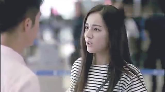 漂亮的李慧珍:皓宇出国,慧珍追去机场,二人机场吻别,太羞涩