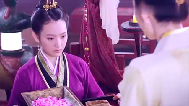 皇后安插到身边的宫女,让妲己想起了自己的丫环