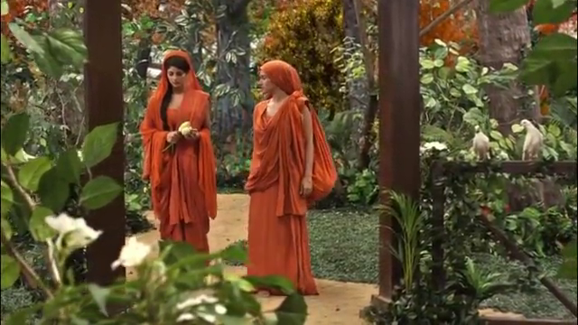 耶输陀罗也来到佛陀跟前,成为一位尼姑