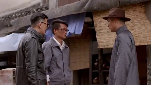 赵心久和宋飞假装是上海警署的人混入监狱。