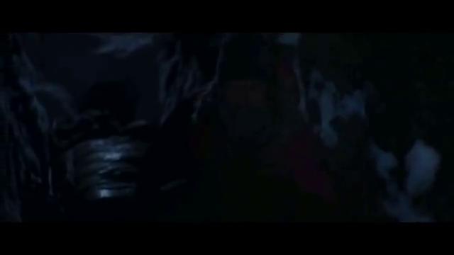 男子被困北极,在冰洞里躲避暴风雪时竟然碰到了北极熊,惊险