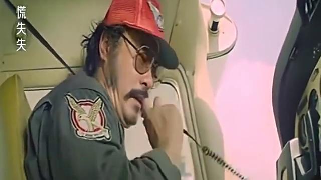 飞行员自己技术太差,对小伙说会坠机,吓得小伙动都不敢动