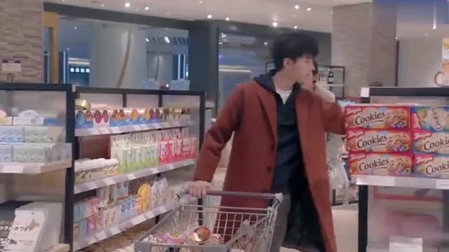 总裁弟弟扫荡完超市居然异想天开想买超市,被美女调侃钱多没处使