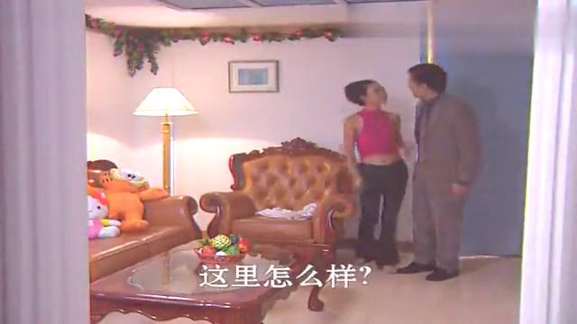 老板和姑娘晚上到家,两人刚进门甜蜜拥吻,随后尴尬的事发生了