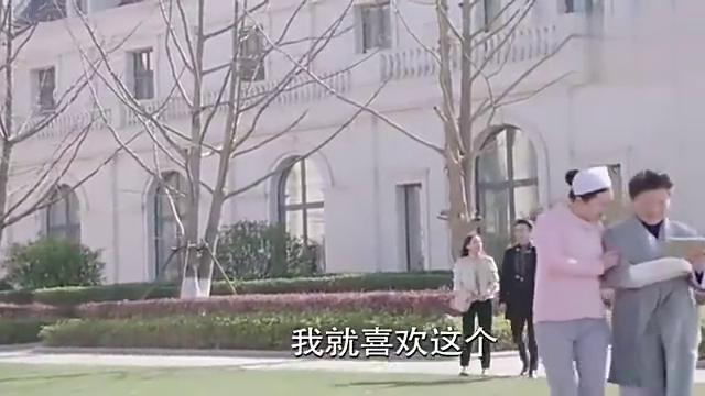 霸道总裁正要吻上灰姑娘, 被富二代一破坏, 总裁一脸怨气