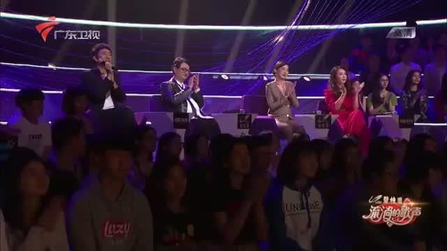 中国香港殿堂级的歌手,讲述《万里长城永不倒》的民族情怀