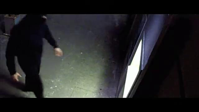 男子获得超能力,竟然用超能力去枪ATM机,徒手搬走机器