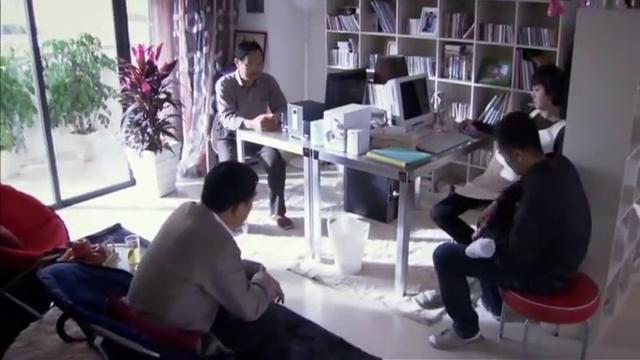 瞧这一家子 刘颖想去私立医院 爸爸不给钱 她用这个词说父亲