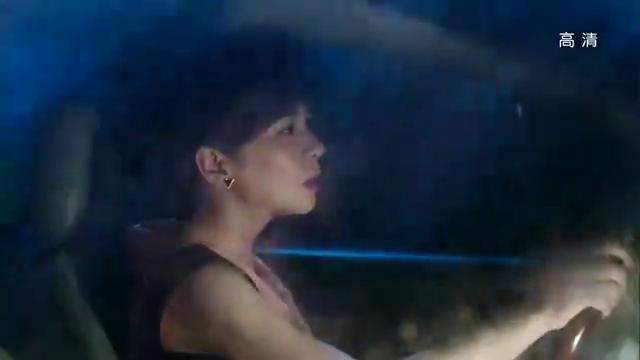 卉婕在后面追赶,闪光灯分散大嫂注意力造成惨烈车祸,卉婕会出手
