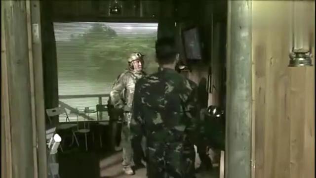 男医生去基地检查,没想到看到女兵高烧41度没人管!