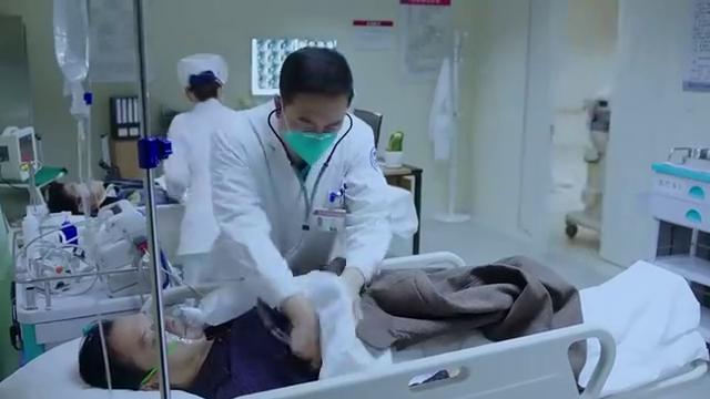 王珞丹经典:除了医院的安保,警察和防疫中心也来了,片面封锁