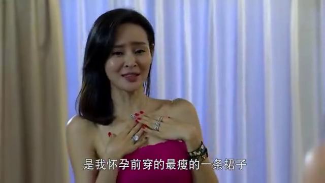 娇妻生完孩子后,一身红裙恢复了产前的魅力,不料却被丈夫无视