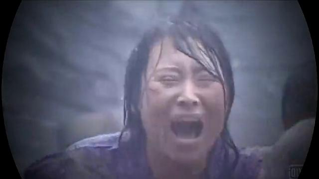 父亲被埋在煤矿里,母亲难产而死,留下苦命的小花,看哭了