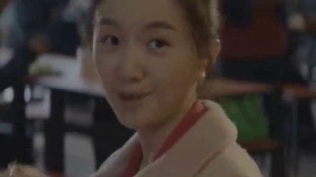 """黄轩唯一承认的女友,因""""媒婆痣""""只能演丫鬟,今祛痣秒变女主脸"""