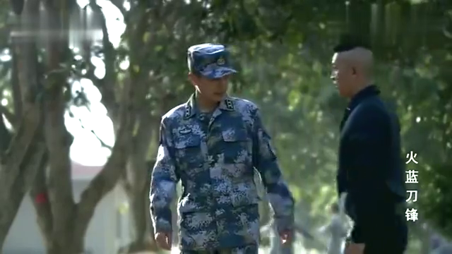 火蓝刀锋-龙百川拿着报纸找到蒋小鱼,希望他能加入海军陆战队