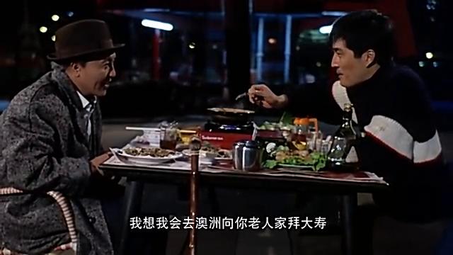两个人在街边吃饭,码头边却发生了这样的恶性事件