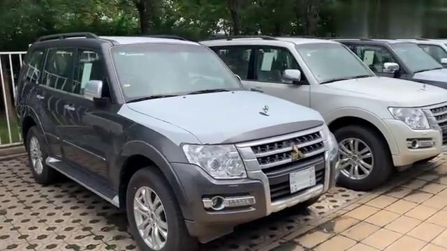 视频:天津港平行进口车银色比白色优惠5万3.8V6的帕杰罗V97值得入手!