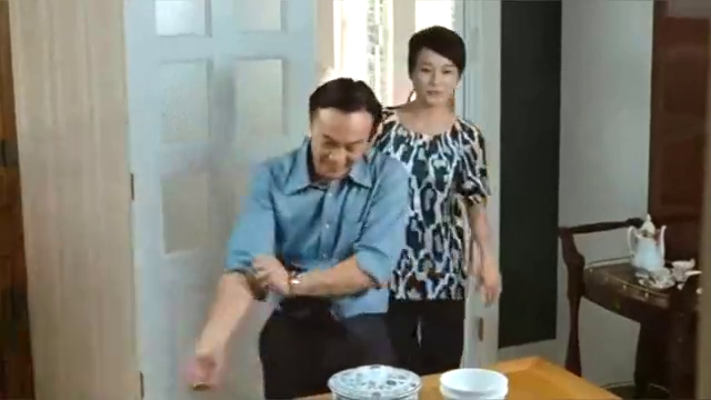 金钱帝国:细九到乐哥家帮忙,偶遇玫瑰,得知了她的真实工作!