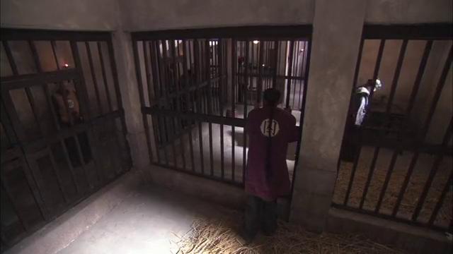 纪晓岚:住大牢还那么多毛病,和珅求开后门,稻草根本睡不了人