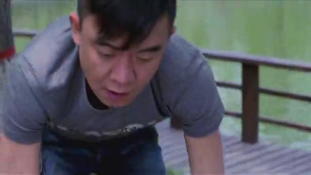 雯雯在桥上难过流泪,撕掉与邱波的合照,感情被欺骗?