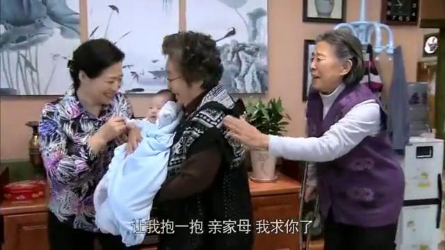 小曼为舒家生了大胖孙子,地位一下就上去了,真是母凭子贵啊