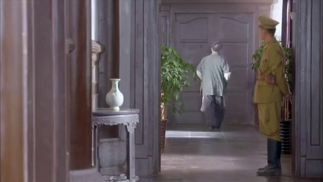 大刀记:小伙来到汉奸家,不料开始互吹,还要给小伙送房子!