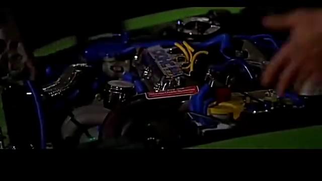 小伙将跑车重新改装,排气口加了秘密武器,点火的瞬间震撼全场