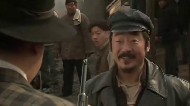 铁道游击队:王强真机灵,日本特务来查碳厂,拿金山大佐当挡箭牌