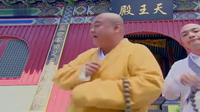 济公活佛:男子整日到寺里找济癫,广亮都给拒绝,男人喜欢济癫?