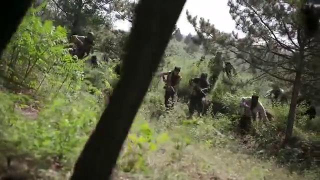 土匪以为解放军车队运的是粮食想打劫, 却惹来一个加强排士兵!