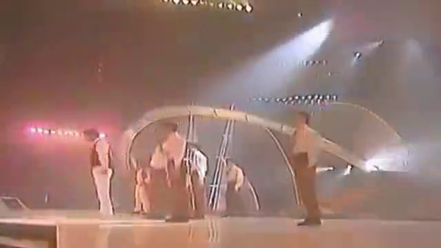 当年林志颖张卫健同台演唱《真真假假》,现场热歌劲舞,嗨翻全场