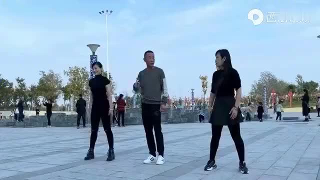 河南大叔跳舞太妖娆了比美女跳得还好