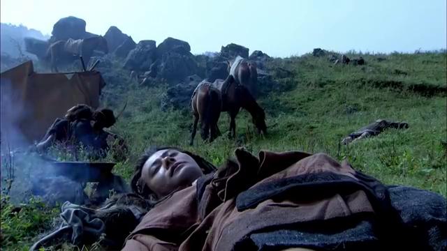 大舜和妻子在野外露宿,不料醒来却发现被绑了,周围都是野人出没